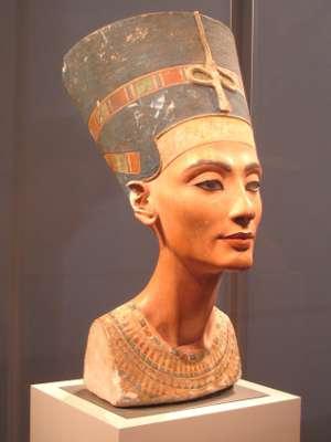 Nefertiti, immagine utilizzata per uso di critica o di discussione ex articolo 70 comma 1 della legge 22 aprile 1941 n. 633